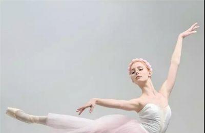 菲瑞办公桌椅与优雅芭蕾舞者一样坚韧_菲瑞办公桌椅